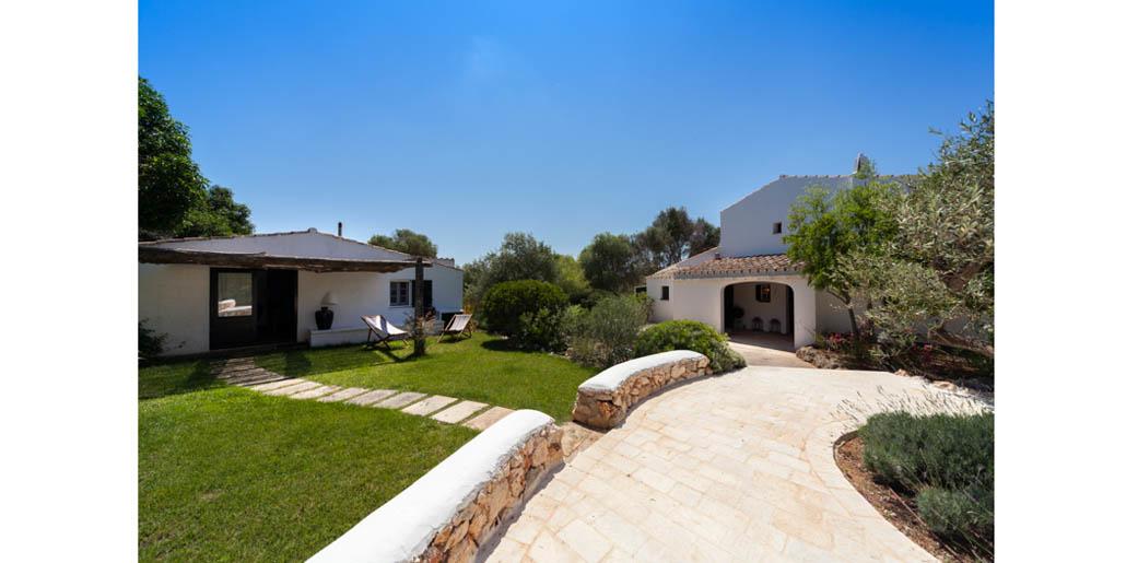 Guest suite on left, Santa Ana, Sant Lluis