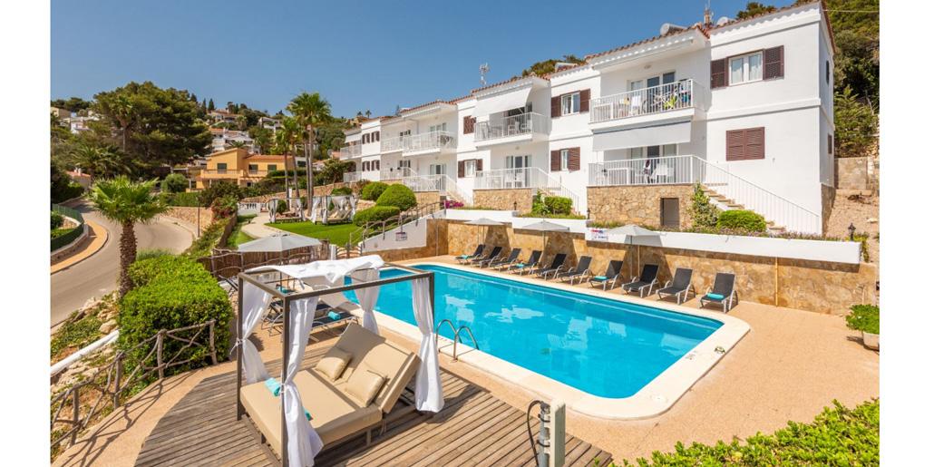 Pool & terrace, Sunset Suites apartments, Son Bou