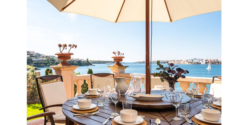 Outdoor dining, Far Post, Cala Llonga