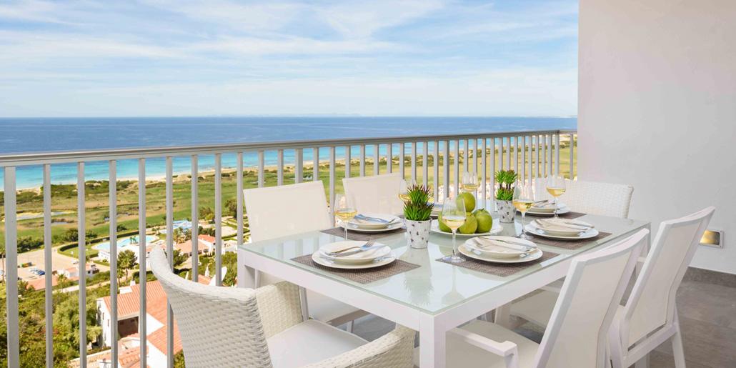 Terrace dining Las Vistas Son Bou